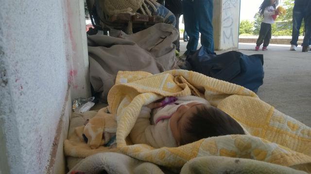"""Πρόσφυγες αναζητούν """"δρόμο επιστροφής"""" μέσω Έβρου ( φωτό:σιδηροδρομικός σταθμός Ν. Ορεστιάδας)"""